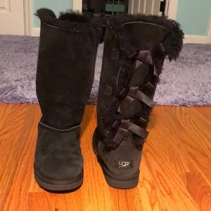 Barely Worn Black Bow Tie Uggs